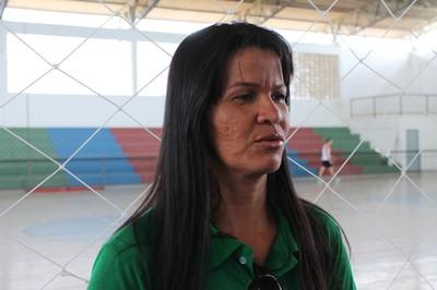 Vânia Carapiá prática handebol há mais de 20 anos e é treinadora e atleta do time do IF-Sertão Petrolina (Foto: Henrique Almeida)