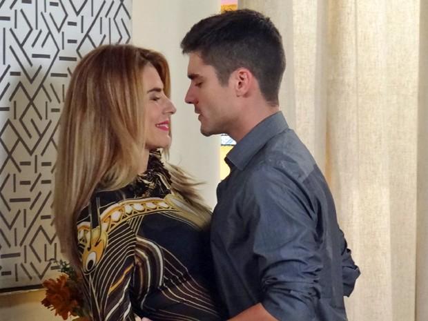 """A ex-miss fica caidinha com os elogios de Gustavo: """"Gata... Linda... Gostosa!"""" (Foto: Gabriela Duarte / Gshow)"""