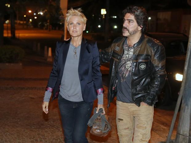 Xuxa e Junno Andrade em restaurante na Zona Oeste do Rio (Foto: Ag. News)