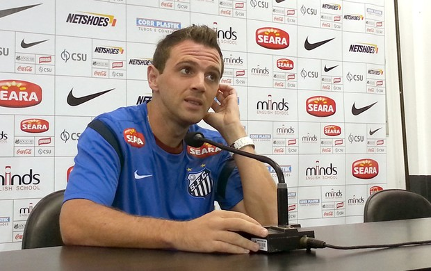 Montillo na entrevista do Santos (Foto: Marcelo Hazan)