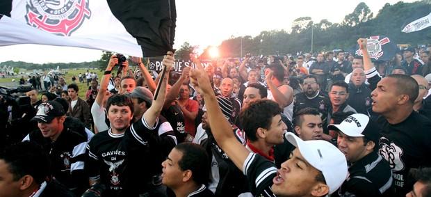 Corinthians desembarque festa torcida (Foto: Luiz Guarnieri / Ag. Estado)