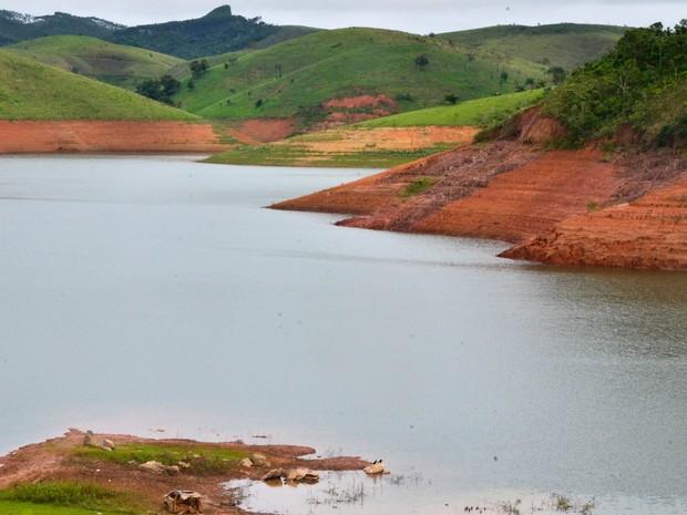 Represa do Jaguari, em Jacareí, no Vale do Paraíba, interior de São Paulo, em foto tirada na quinta-feira (3) (Foto: Nilton Cardin/Estadão Conteúdo)