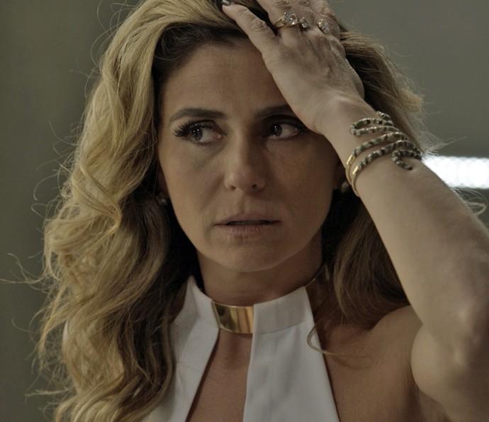 Atena fica surpresa com a reação do ex-vereador (Foto: TV Globo)