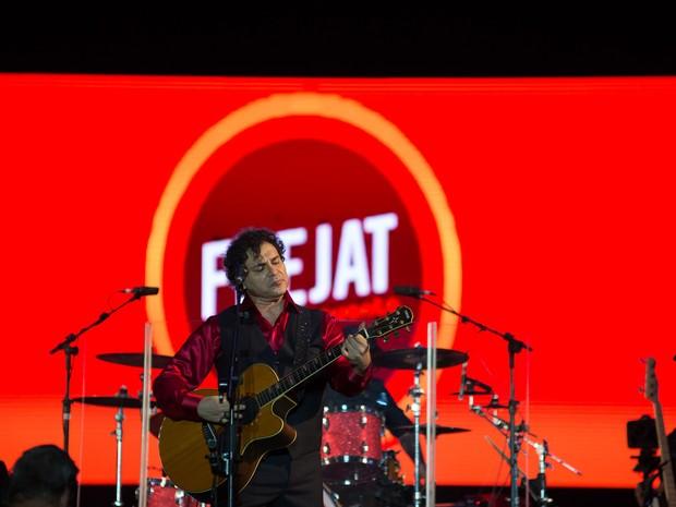 Frejat abre show com 'A Minha Menina' da banda Os Mutantes, em Ribeirão Preto, SP (Foto: Érico Andrade/G1)