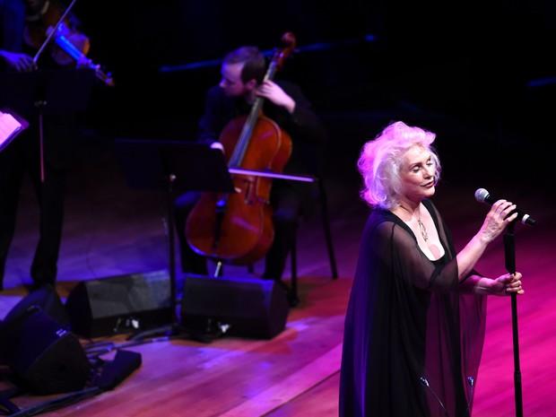 Debbie Harry se apresenta em festa em Nova York, nos Estados Unidos (Foto: Dimitrios Kambouris/ Getty Images/ AFP)