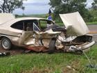 Batida entre carros em rodovia deixa duas pessoas feridas
