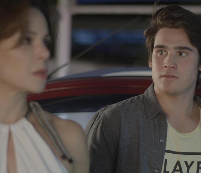 Rodrigo fica desesperado com o flagra! (Foto: TV Globo)