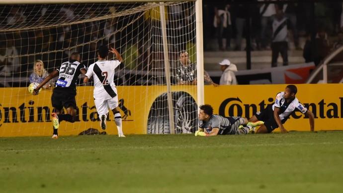 Gol Santos x Vasco - Martín Silva (Foto: André Durão)