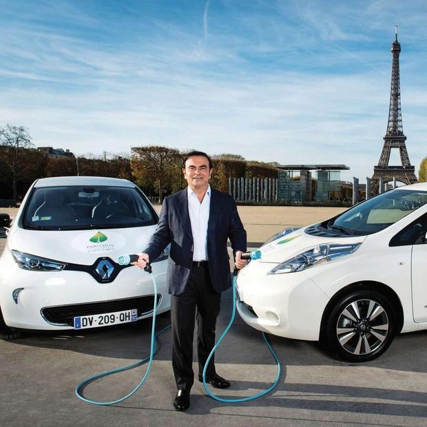 inovação no lançamento dos modelos elétricos da nissan e da renault em paris (Foto: reprodução)