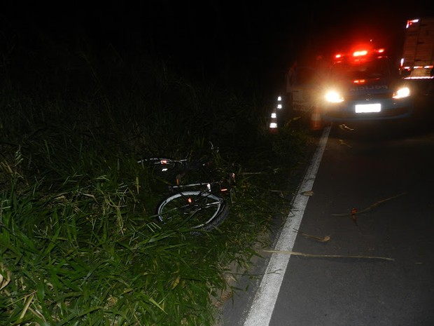 Acidente ocorreu na noite deste sábado (1), na RJ-224, em São Francisco de Itabapoana  (Foto: Julio César Dias/ Show Francisco)