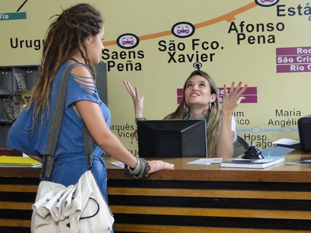 Valentina fecha conta no hostel e Fatinha comemora muito! (Foto: Malhação / Tv Globo)