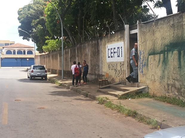 Escola no Guará suspendeu as aulas nesta quinta-feira devido à falta de água (Foto: Isabella Formiga/G1 DF)