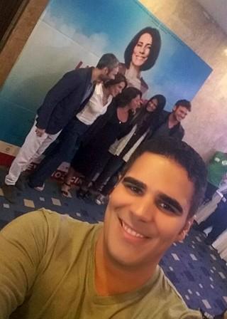 Helder Vilela ao Rio Janeiro conferir o lançamento do filme 'Linda de morrer' (Foto: TV Clube)