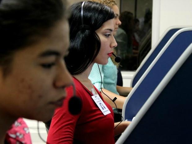 Call center atende por meio do número (92) 3186-8000 (Foto: Altemar Alcântara/Semcom)