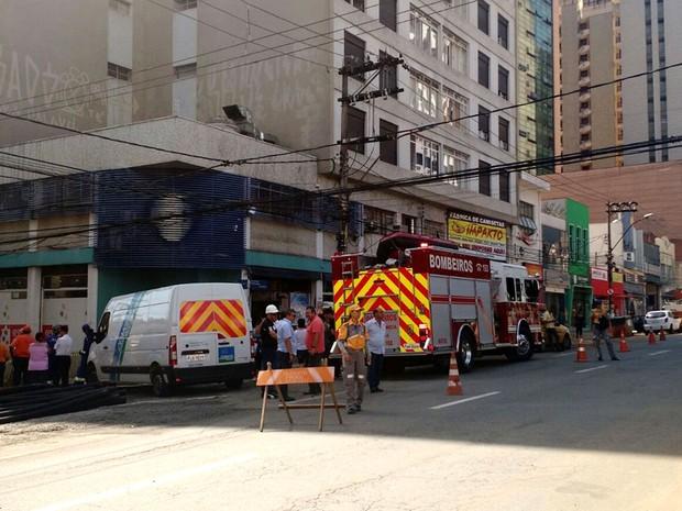 Parte da Avenida Glicério foi interditada por conta de vazamento de gás em Campinas (Foto: Gustavo Porto / EPTV)