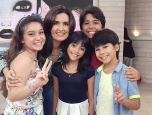 Pérola Crepaldi do The Voice Kids participou do Encontro com Fátima Bernardes ao lado de Iris Pereira e Eder e Enzo (Foto: Arquivo pessoal)