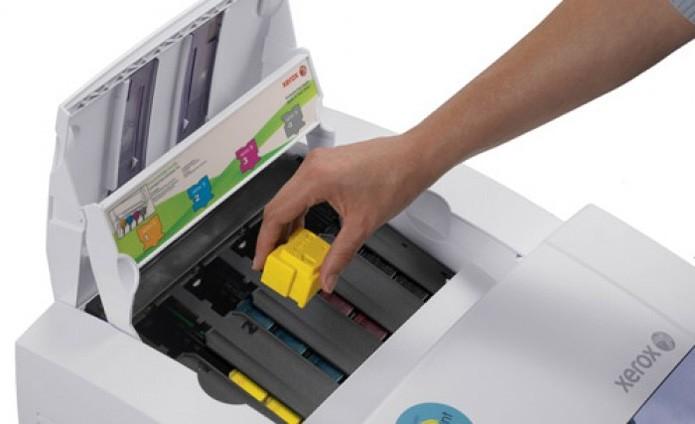 A Xerox conta com impressoras que trocam os cartuchos de tinta e toner por blocos de cera sólida (Foto: Divulgação/Xerox)