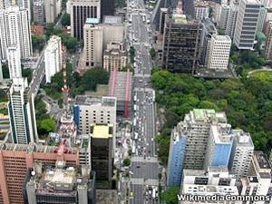 Desvalorização do real em relação ao dólar fez São Paulo cair no ranking (Foto: BBC)