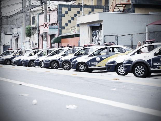 Agentes da GCM posicionaram viaturas nas imeadiações do Centro Cultural da Juventude. (Foto: Caio Kenji/G1)