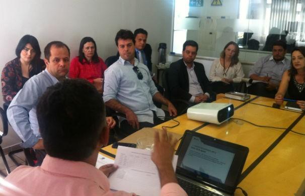 Reunião para definir a cobertura da Inter TV nas eleições (Foto: Adriana Lisboa/Inter TV)