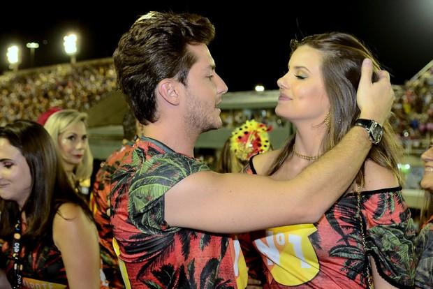 Camila Queiroz e Klebber Toledo (Foto: Roberto Teixeira / EGO)