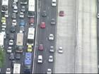 Imagens mostram carros passando em faixas exclusivas da Av. Brasil, Rio