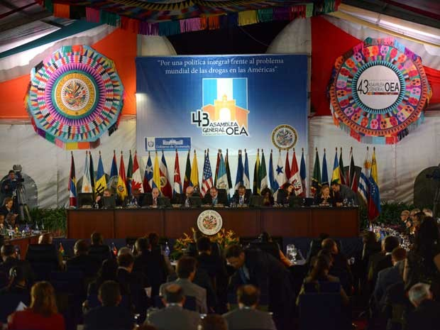 Vista da 1 ª reunião do XLIII Assembléia Geral da Organização dos Estados Americanos, em Antigua Guatemala (Foto: Johan Ordonez/ AFP)