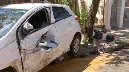 Motociclista morre em acidente após ser arremessada e prensada por carro