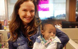 Fernanda Rodrigues apresenta o filho Bento, de três meses, à equipe do GNT