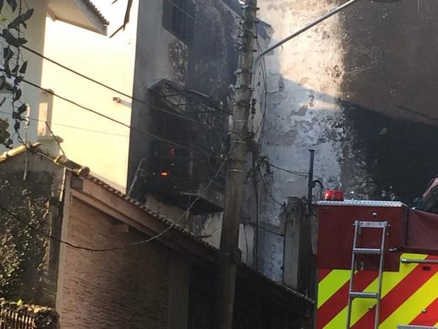 [Brasil] Avião cai sobre casa na Zona Norte de São Paulo Acidente_monomotor