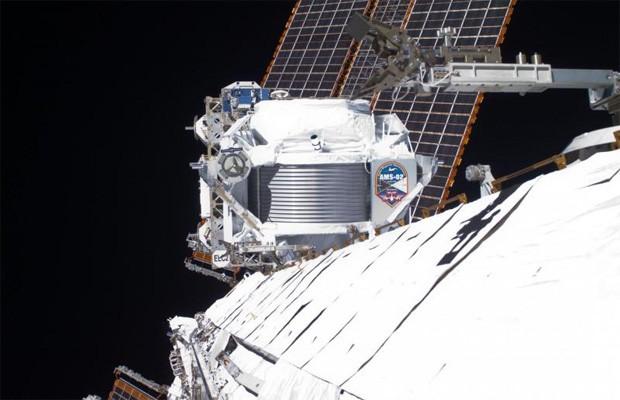 Detector de partículas AMS instalado na Estação Espacial Internacional (Foto: Divulgação/CERN/Nasa)