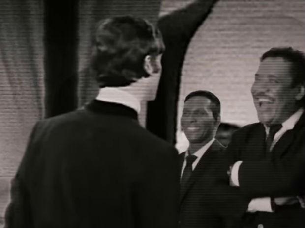 Em montagem, Beto Jamaica e Cumpadi Washington interagem com The Beatles (Foto: Reprodução / YouTube)