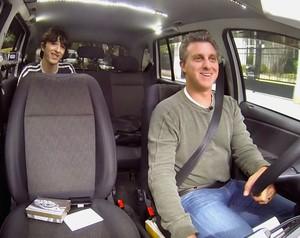 Luciano Huck andou de táxi pelas ruas de São Paulo (Foto: Caldeirão do Huck/TV Globo)