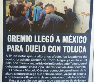 Grêmio Toluca Jornais méxico jornais chegada Grêmio (Foto: Eduardo Moura/GloboEsporte.com)