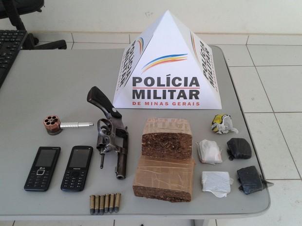 Droga foi encontrada na casa do DJ durante o cumprimento de mandado de busca e apreensão (Foto: Divulgação/PM)
