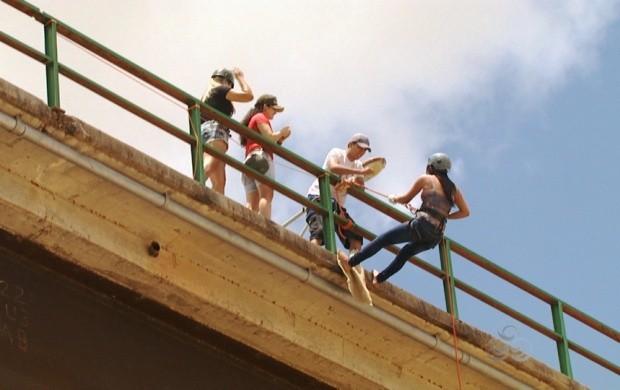 Aventureiros procuram por adrenalina nas alturas (Foto: Amazônia em Revista)