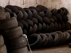 Recolhimento de pneus em Uberlândia (Foto: Reprodução/ TV Integração)