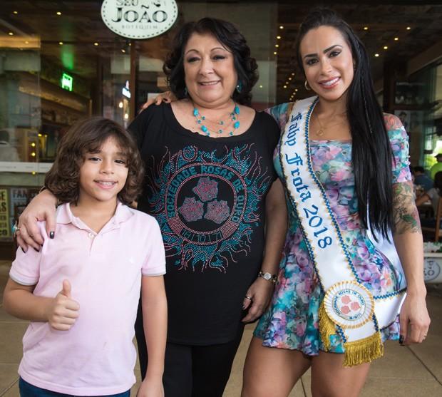 Fabi Frota, o filho Enzo e Angelina Basilio (Foto: Caio Duran / Azzi Agency / Divulgação)