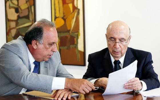 uiz Fernando Pezão, Governador do Estado do Rio de Janeiro e Henrique Meirelles, Ministro da Fazenda. (Foto: Beto Barata/PR)