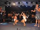 Carla Perez e Scheila Carvalho dançam até o chão em Salvador