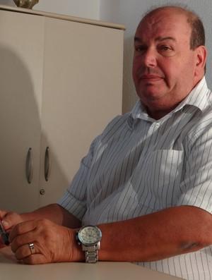 Ednilton Lins, diretor de futebol do CRB (Foto: Leonardo Freire/Globoesporte.com)