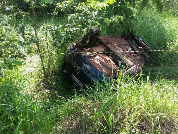 Vítimas fatais estavam no mesmo carro (Foto: Divulgação/PRF)