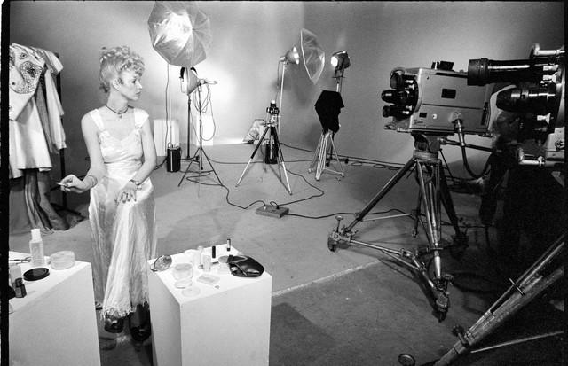Elke na gravação da novela A Volta de Beto Rockfeller, em 1973 (Foto: Getty Images)
