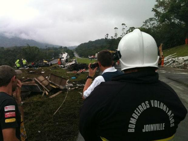 Acidente foi no Km 674. Oito pessoas morreram (Foto: Ricardo Vitorino de Souza )