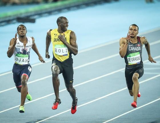 Usain Bolt durante eliminatória na prova dos 100m rasos no estádio Olimpico (Foto: Ricardo Nogueira/ÉPOCA)