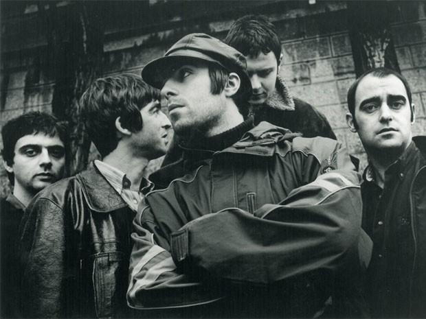 A banda inglesa Oasis, com os integrantes de sua primeira formação (Foto: Divulgação/Jill Furmanovsky)