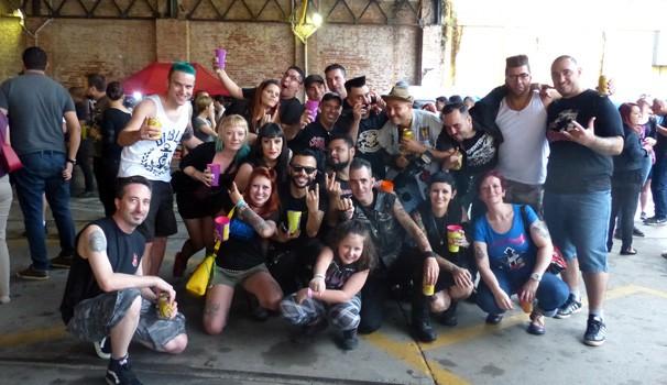 Teve gente que juntou a maior galera para curtir o Curitiba Rock Carnival  (Foto: Divulgação/ RPC)