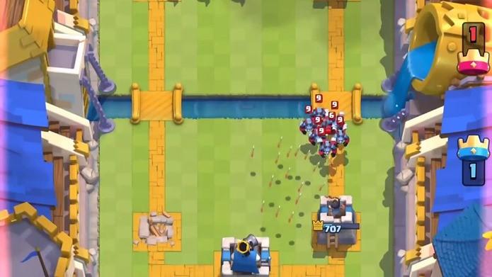 As flechas vão matar os servos, mas você consegue ver a mini PEKKA na imagem? (Foto: Reprodução / Dario Coutinho)