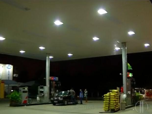 Assalto ao posto de gasolina aconteceu na noite desta terça-feira (10) (Foto: Reprodução/Inter TV Cabugi)