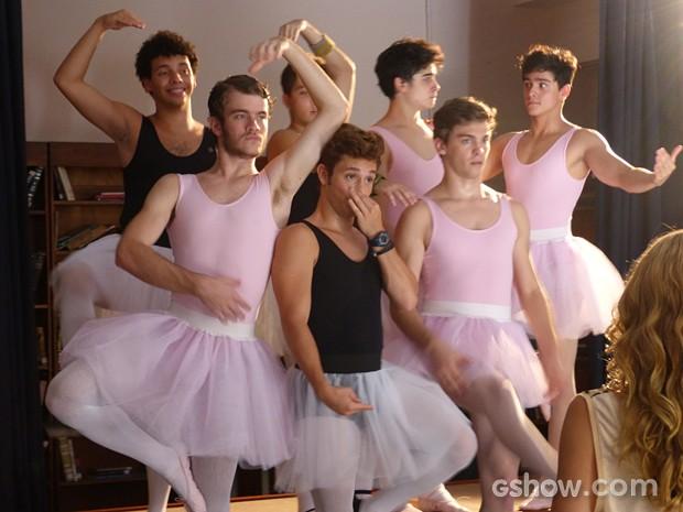 Sidney, Serguei e companhia arrasam nas poses de balé (Foto: Malhação / TV Globo)